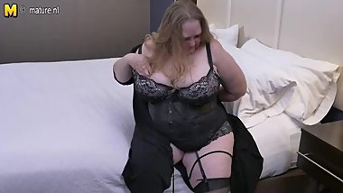 British huge breasted mature Lindy Lust gets wet and wild