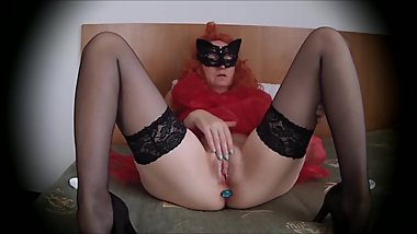 Long legged milf pussy rubbing just for you
