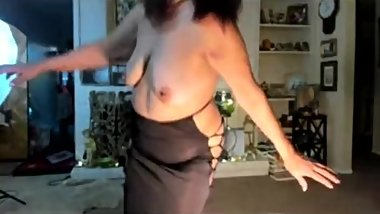 Mature woman and I love to dance sensually!