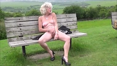 Hot skinny milf masturbating naked on the public bench