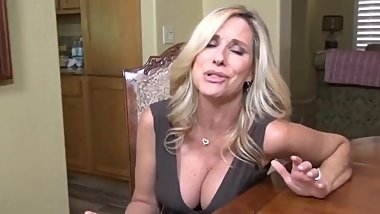 Slutty mature MILF made her roommate cum