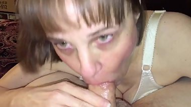 Mature mom loves sucking cock and gagging on cum