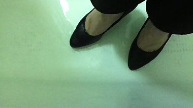 Friends Sexy Feet in Wet Office Heels