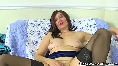 Posh totty Kitty Cream lets you enjoy her fuckable fanny