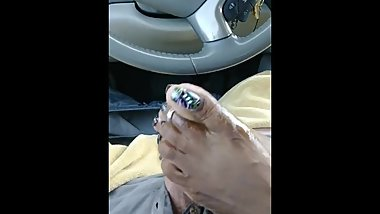 Cinnamon Spiccy car footjob