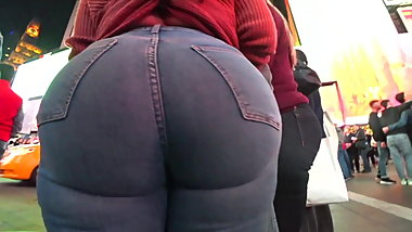 BiG booty pawg in jeans.