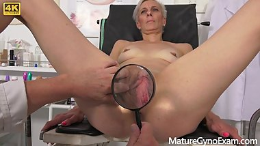 Hot cougar Belinda Bee perverse gyno exam