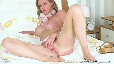mature shows off her sexy nylon stockings