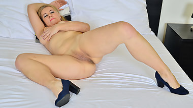 Euro milf Paege can't stop rubbing her hot pussy