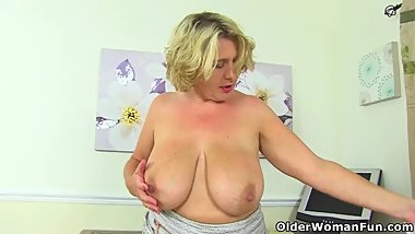 British milf Camilla Creampie gets her mature fanny off
