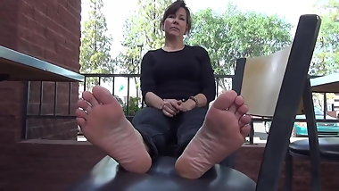 Brunette Lady Shows Her Mature Feet
