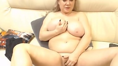Matureofkind playing with her toy and wants cum in mouth